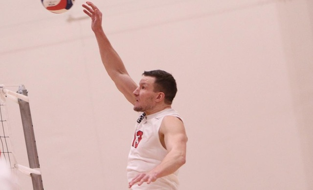 Men's Volleyball Sweeps Past Loras