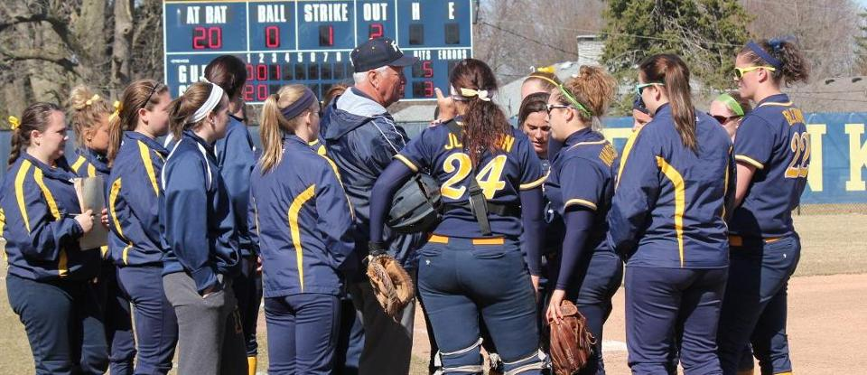 Softball Loses Two to Bluffton