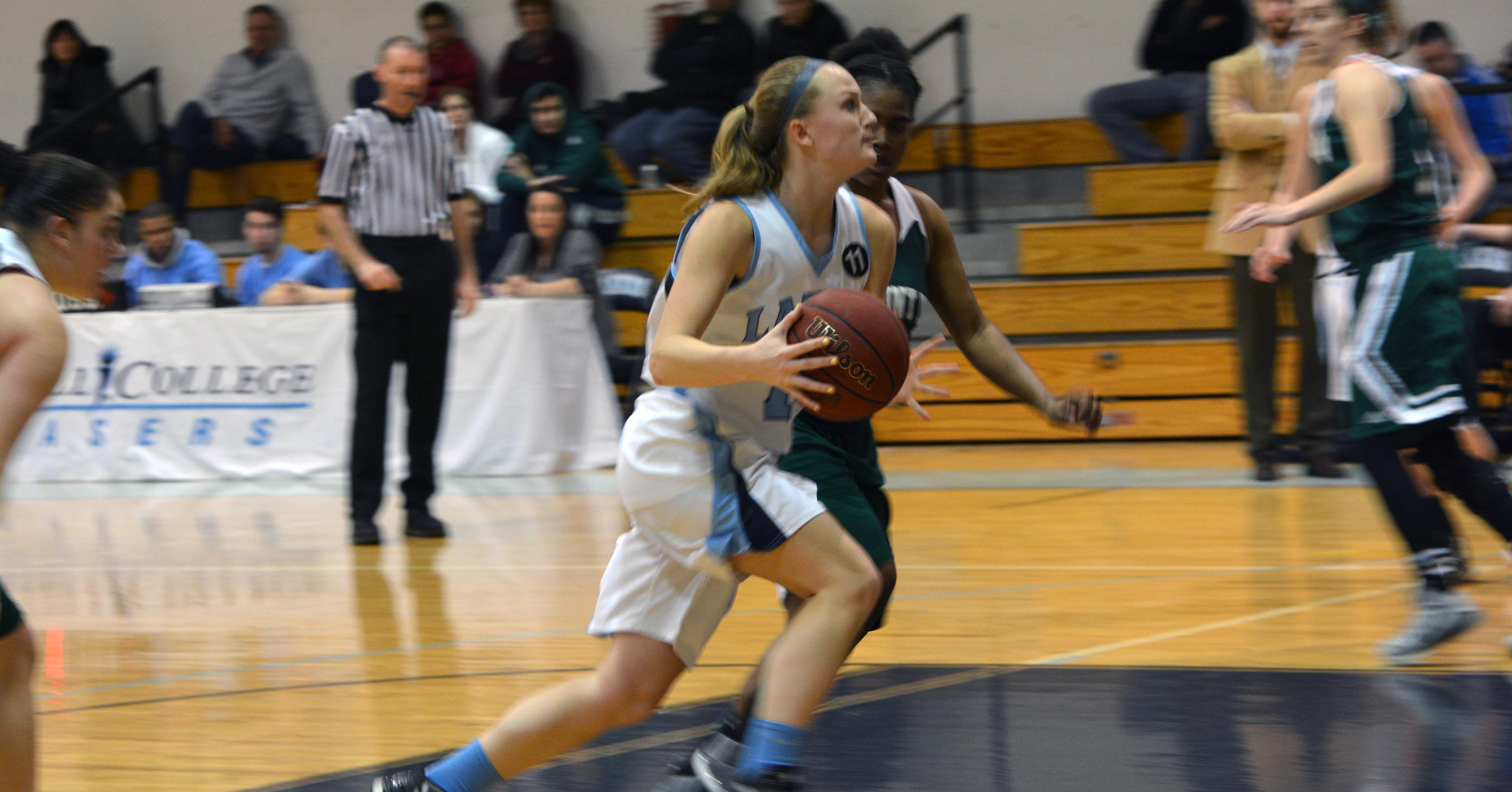 Women's Basketball Opens 2015 Campaign with 1-1 Outing at Brandeis Tournament