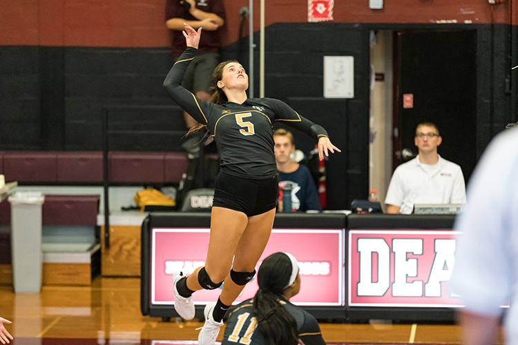Volleyball Splits Tri-Match with Smith and MIT