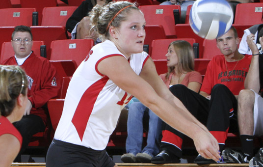Hundelt Posts 19 Kills, 21 Digs in YSU's Four-Set Win Over UNC Wilmington