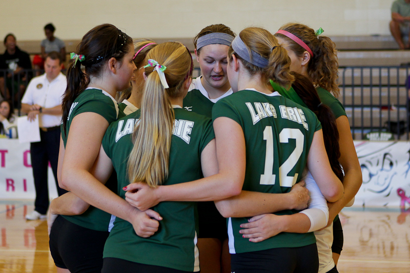 Volleyball Snagged By Oilers In Three Sets