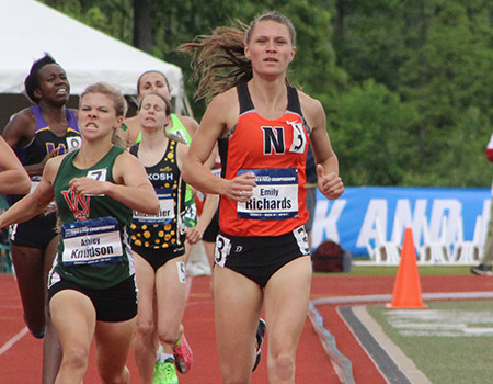 Junior Emily Richards races into finals of 800-meter run on Day 2 of the 2017 NCAA Div. III Outdoor Track & Field Championships