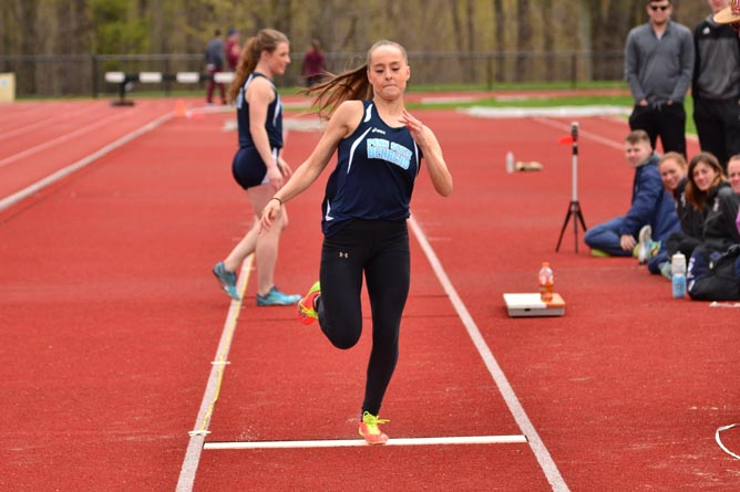 Women's Track and Field Compete at Allegheny