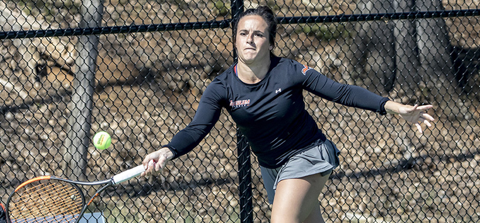 Pioneers knock off 17th-ranked Queens, 5-2