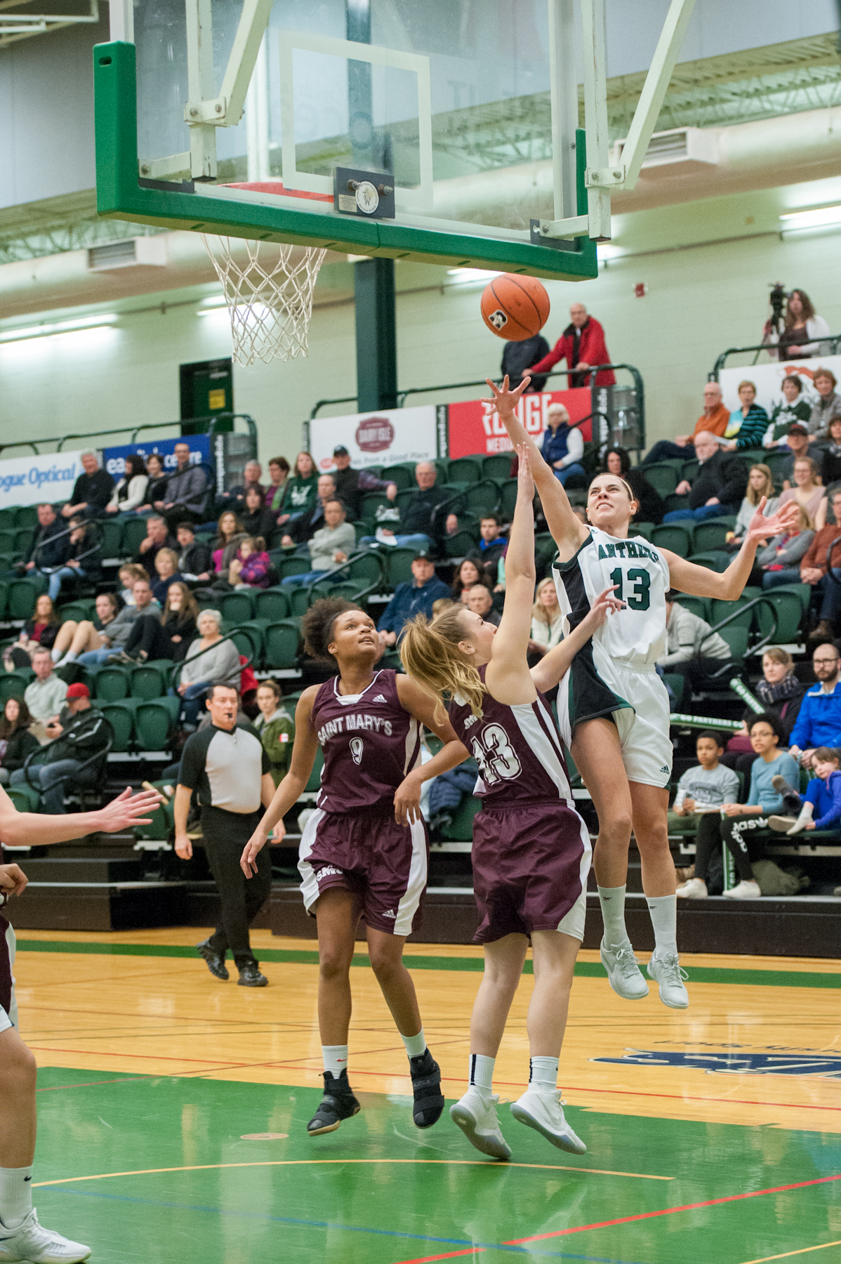 Rigby scores 26 in hard-fought win over Saint Mary's