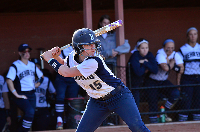 Softball Splits With La Roche in AMCC Action