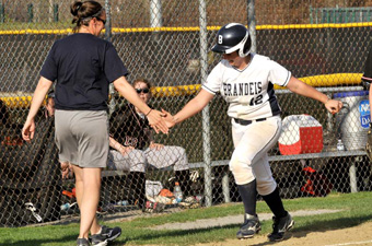 Softball posts dramatic rally in game 1, blowout in game 2 to sweep Salem St.
