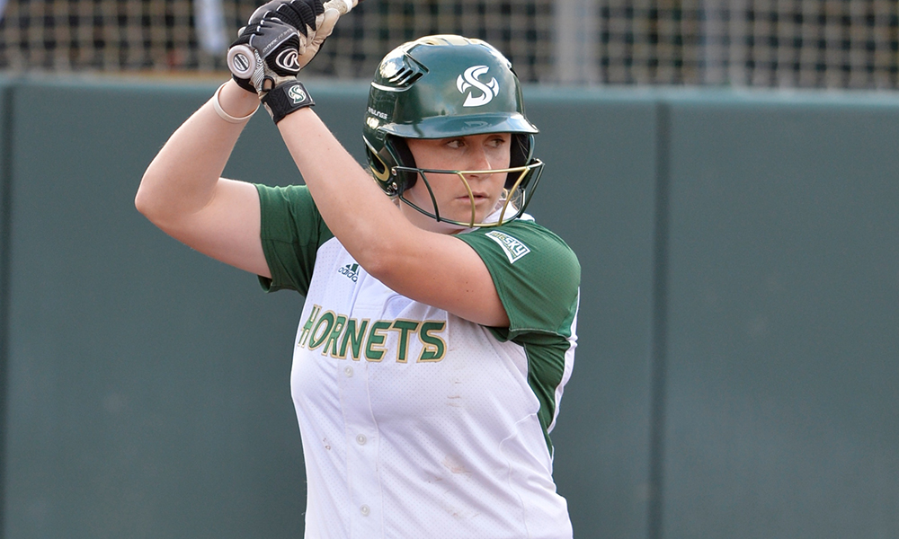 SOFTBALL SPLITS TWO GAMES, WRAPS UP LMU TOURNAMENT WITH A 4-1 RECORD