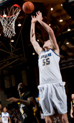 Somogyi Breaks School Record for Blocks, Gauchos Continue Roll with 64-60 Win at Fresno State