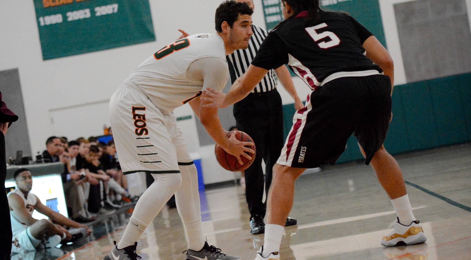 White, McClain combine for 50 to lead La Verne past Colorado College 94-81
