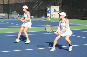 Women's tennis downs NYU, 7-2, falls to Middlebury, 9-0