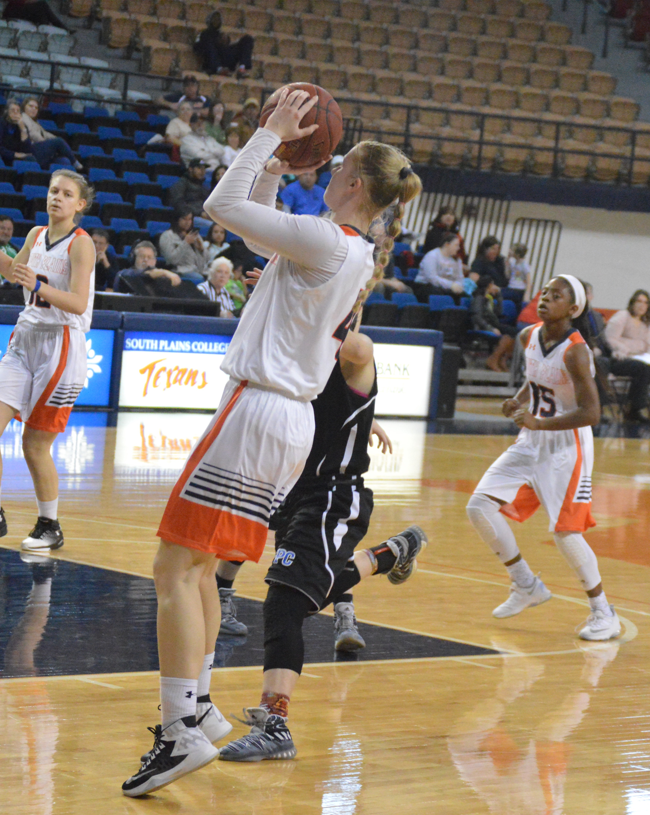 Inkina's 16 points leads the No. 7 Lady Texans to a 68-30 rout of Otero