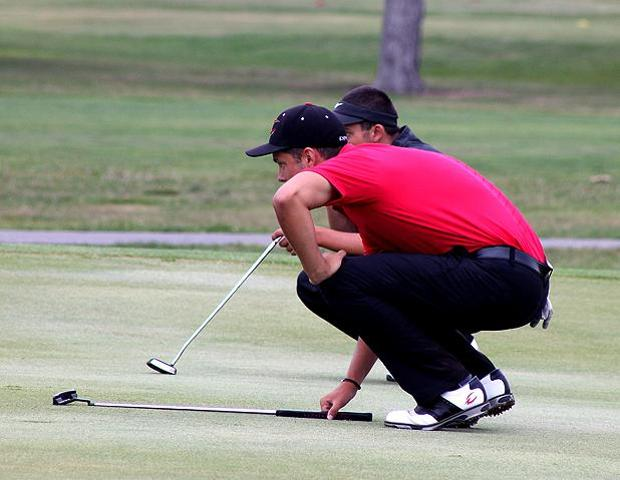 Harrison Long, pictured here lining up a putt in a recent tournament, shot a 71 today and leads after the first round of the Lalaeff Memorial Invite. Photo by Nicholas Huenefeld/Owens Sports Information