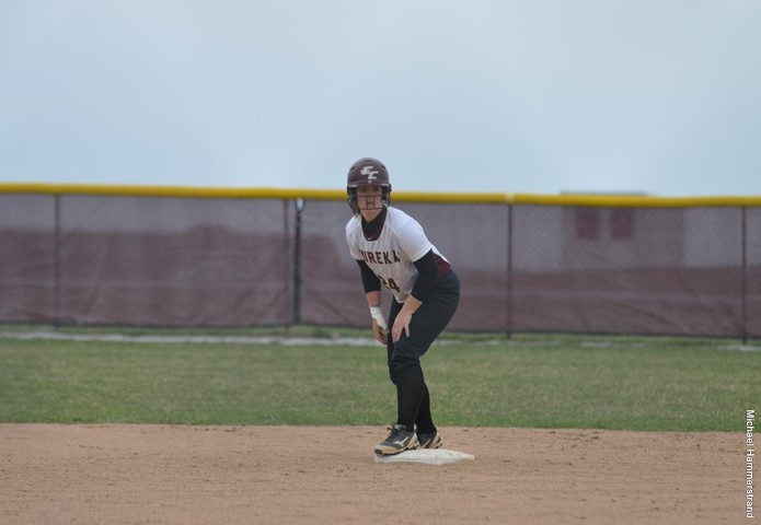 Red Devils take down Regents in non-conference softball sweep