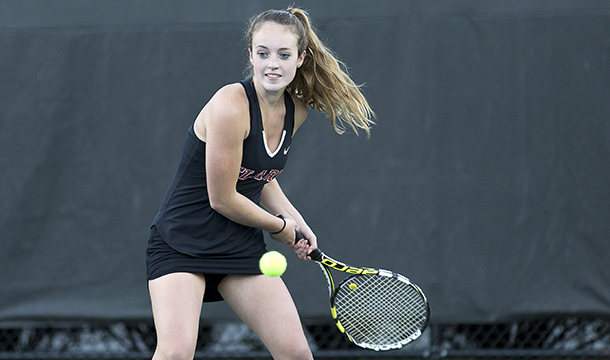 Smith Outlasts Women's Tennis, 6-3