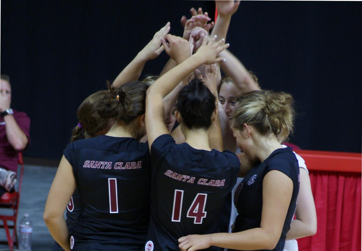 Volleyball Wins in 3 at Notre Dame