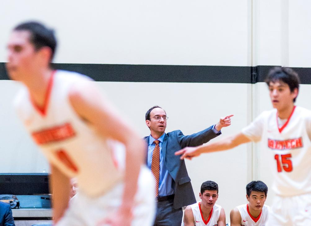 Men's Basketball Back to its Winning Ways Against Redlands