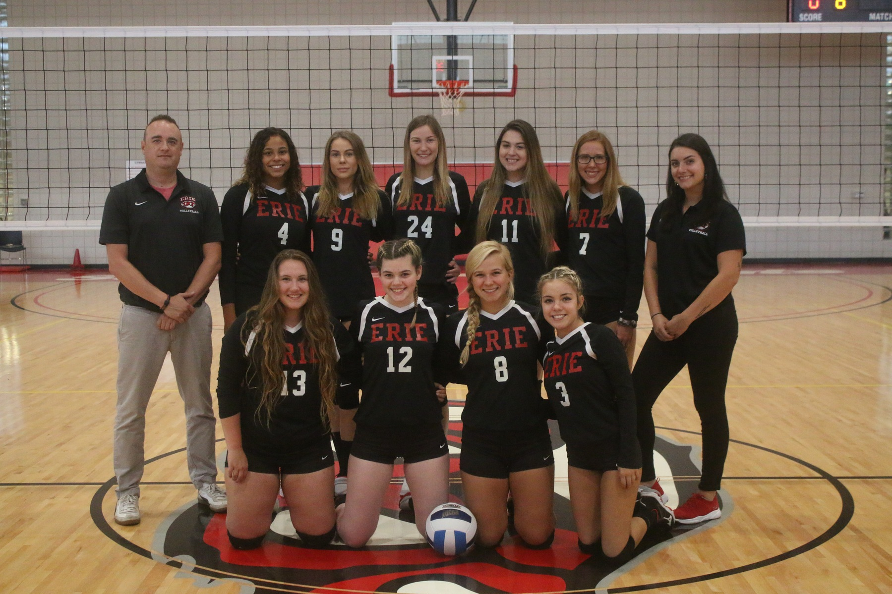 Women's Volleyball goes 1-2 in POD Play