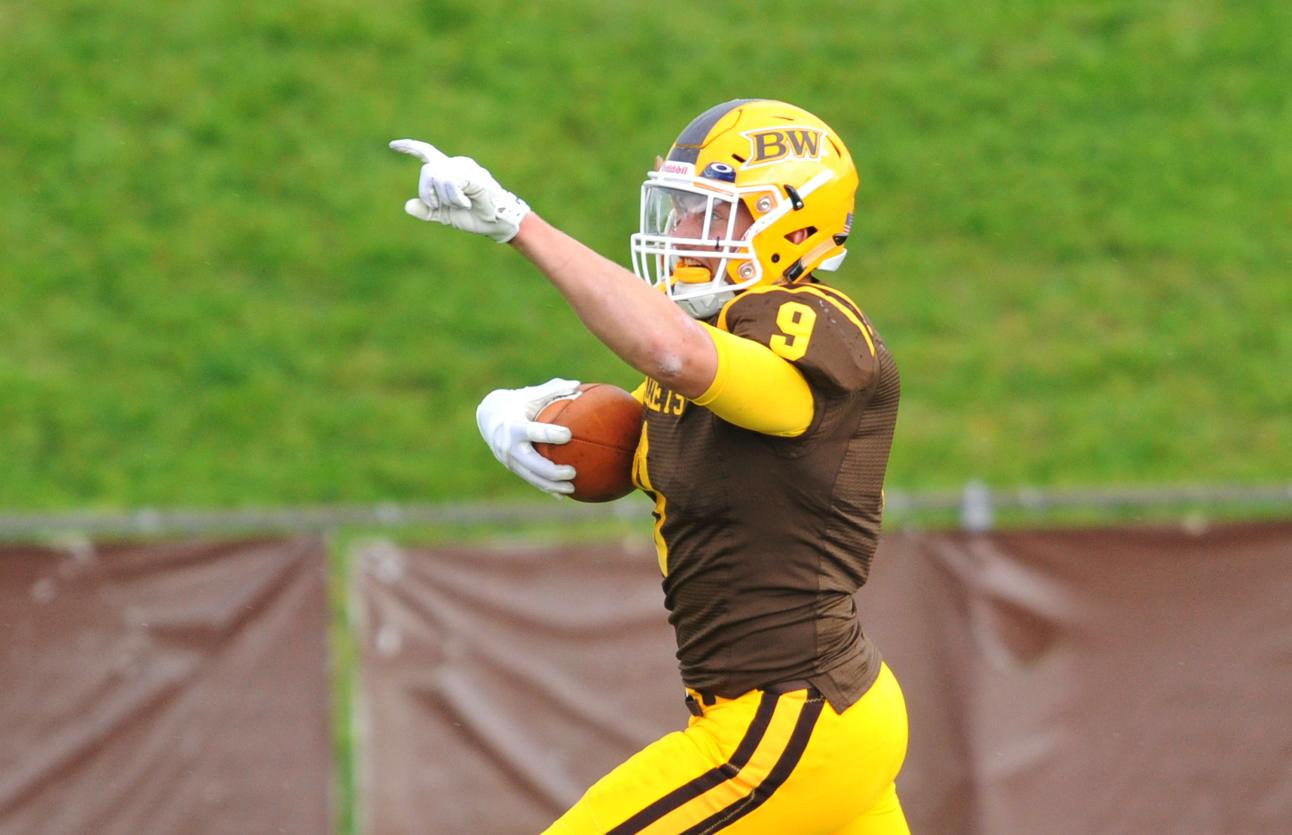 Luke Riemenschneider scores game-winning touchdown on 26-yard interception return.