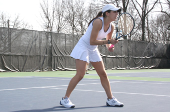 Women's tennis drops 8-1 decision to No. 19 Wellesley