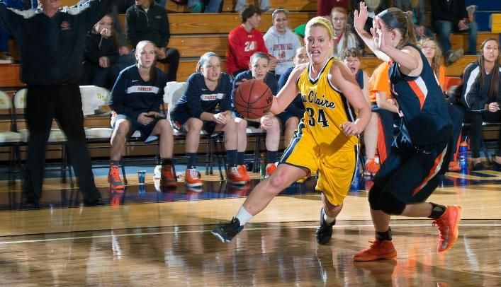 Women's Basketball Finishes Season in Whitewater