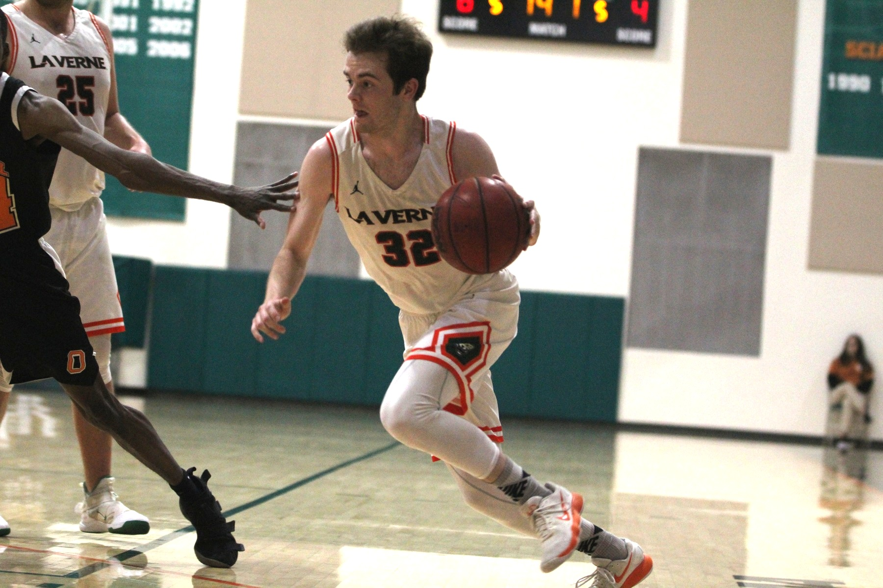 Men's basketball drops game to Oxy