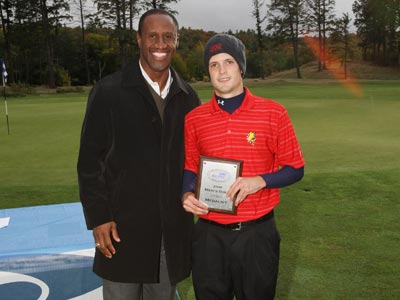GLIAC Commissioner Dell Robinson presents Eric Lilleboe with his conference tourney medalist award.