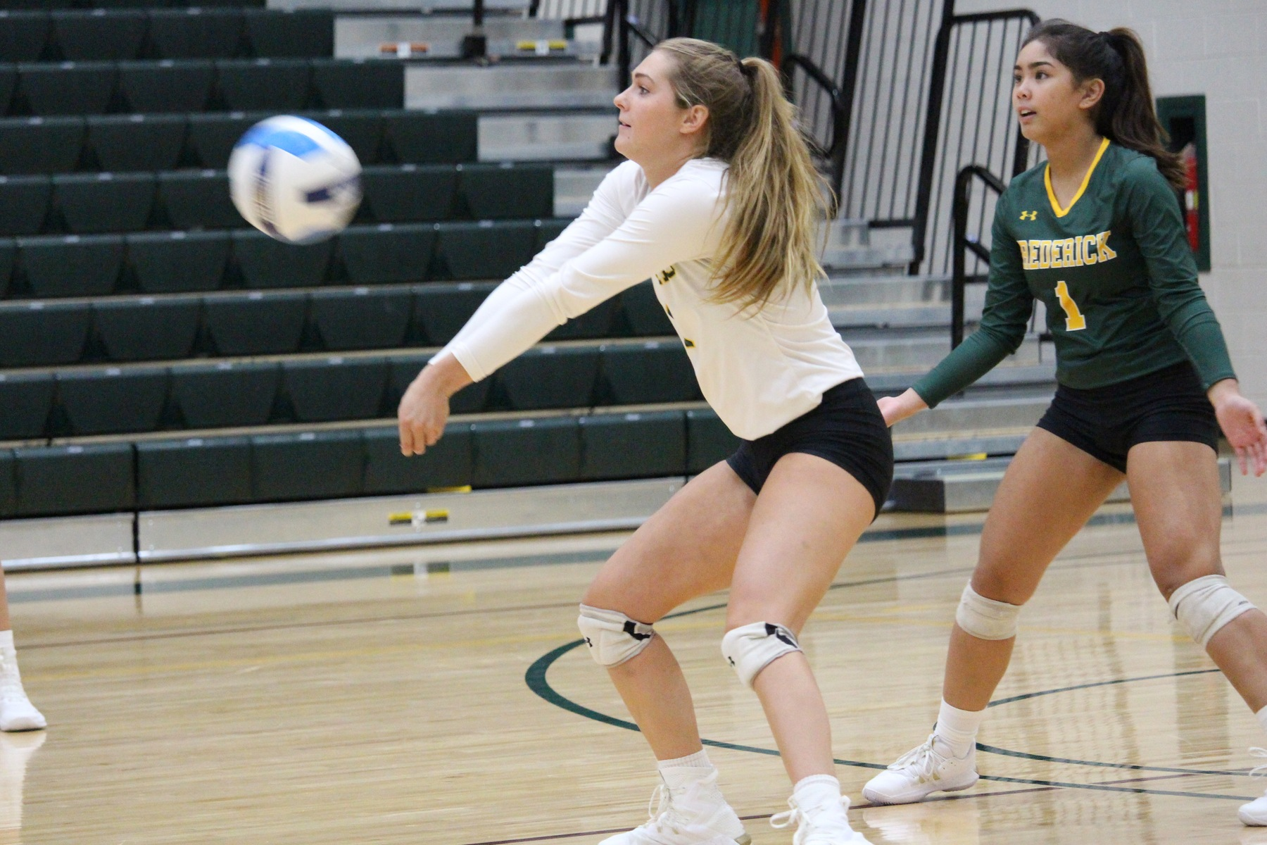 Volleyball hands Seahawks first loss of season