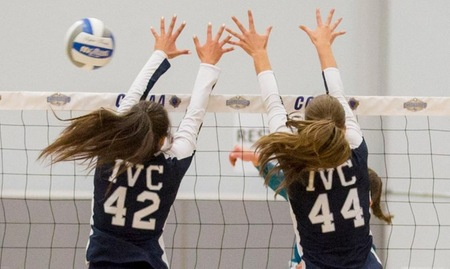 Women's volleyball team starts state with a sweep