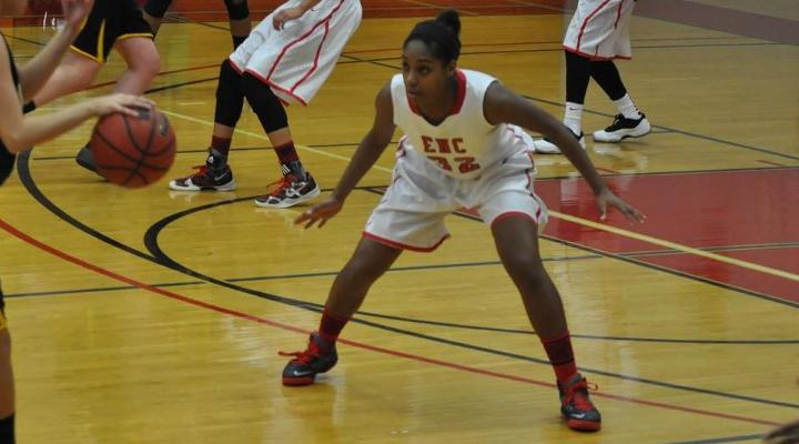 Women's Basketball Wraps Up 2013 with 62-50 Loss at Lasell