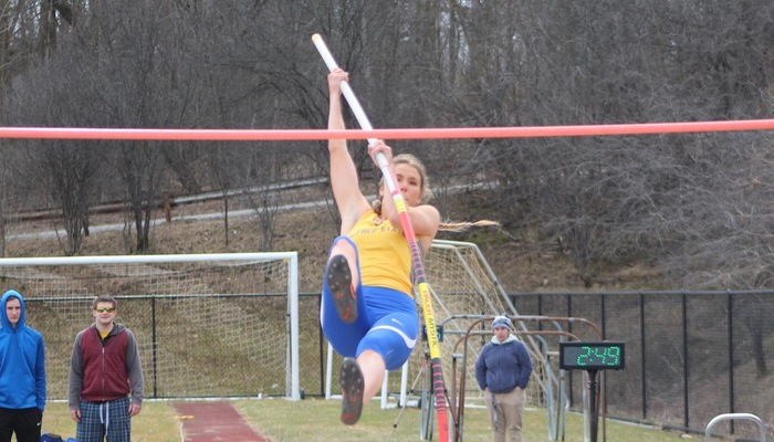 Jordyn Pettit competes in the pole vault
