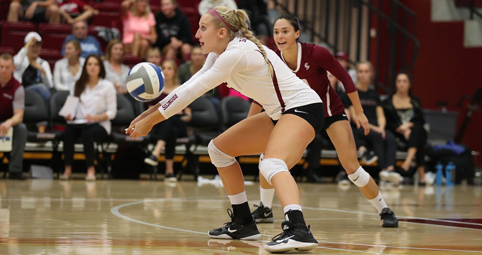 Allison Kantor (13 kills, 10 digs) registered her fifth double-double in six matches on Saturday afternoon.