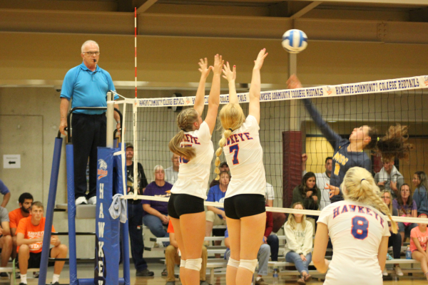 Hudson Powers RedTail Volleyball to 10th Straight Victory
