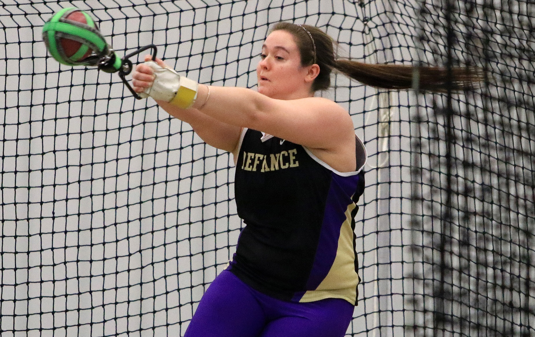 Williams Wins Hammer Throw to Lead Women's Track