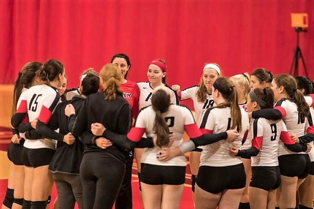 Volleyball Wins Opening Match at Trinity Invitational
