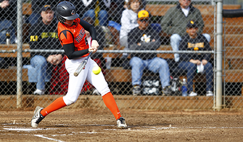 Softball Picks Up Second Game Against Pacific Lutheran