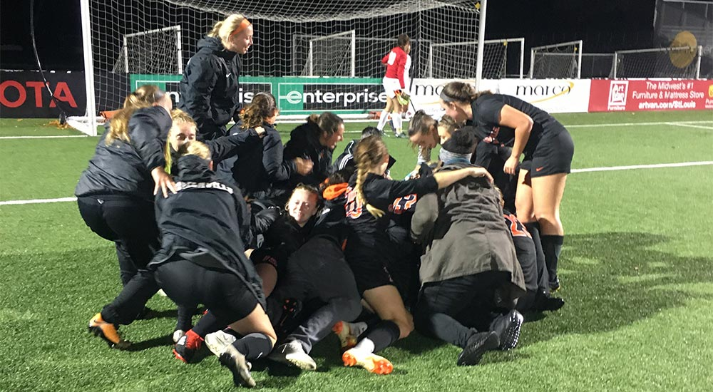 Jade Taylor sends women's soccer to SLIAC championship match with OT golden goal