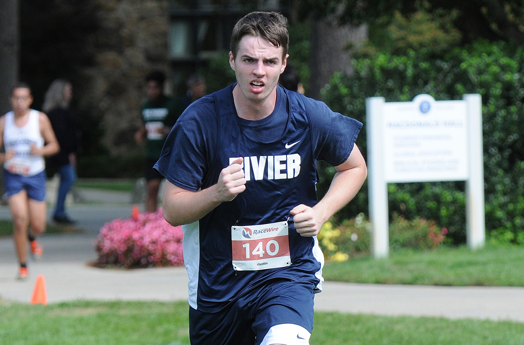 Men's Cross Country: Meyers, Raiders battle at Suffolk Invitational