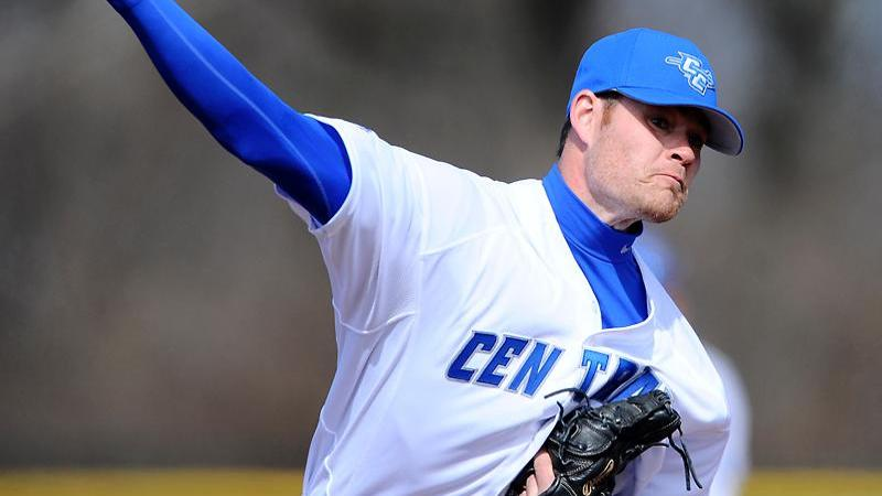 Baseball Splits Doubleheader with Seton Hall