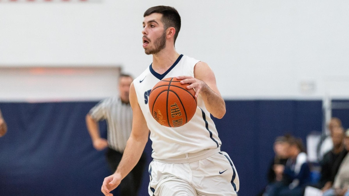 Reali's 22 Points Lift Men's Basketball Over SJC Long Island