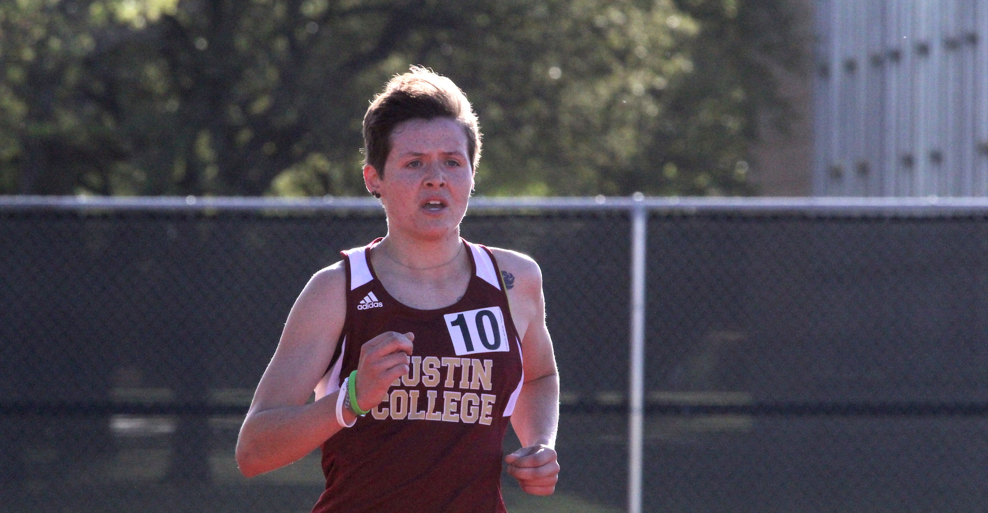 Quinn's Strong Finish Highlights 'Roo Track Performances at McMurry