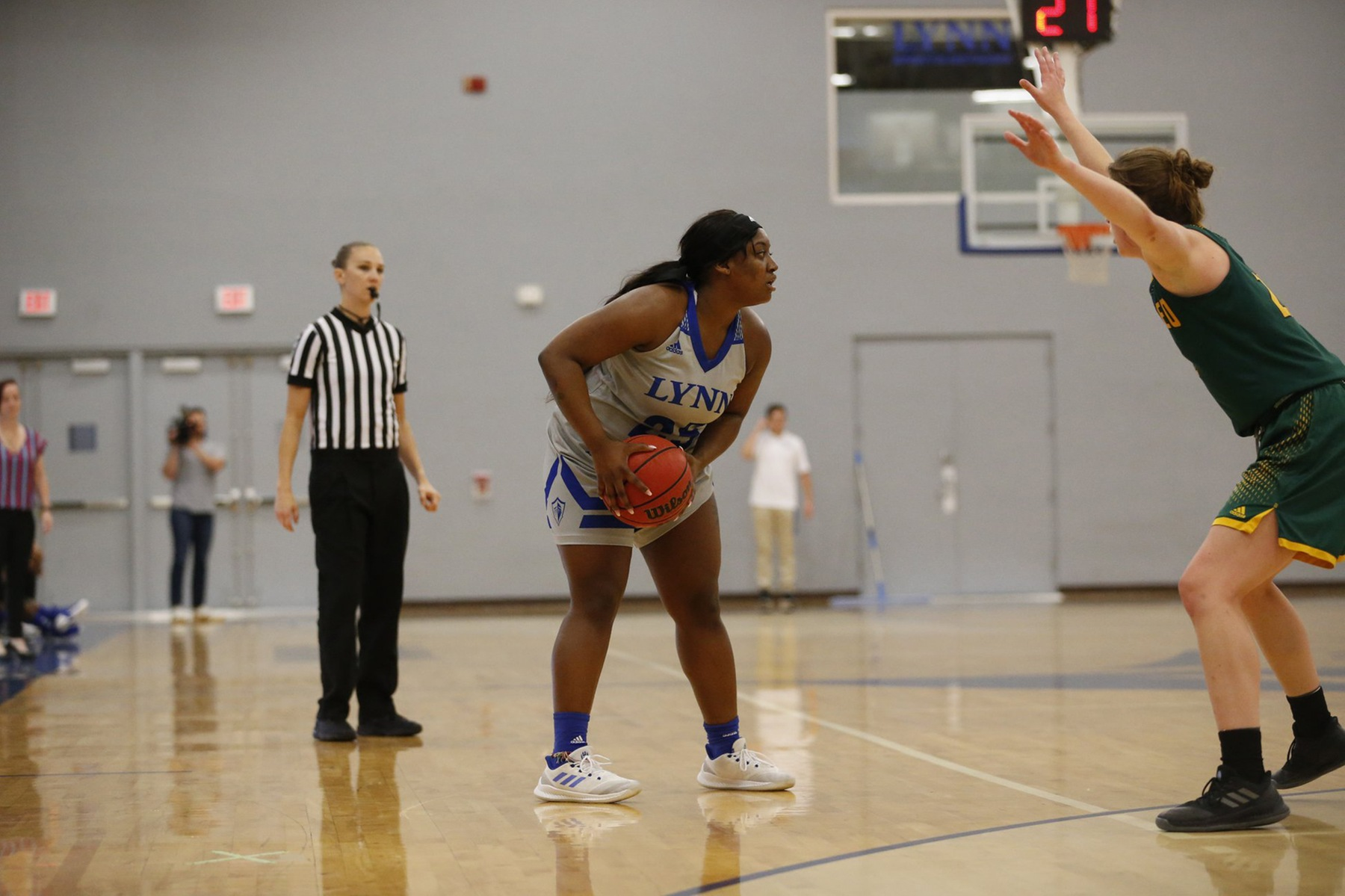 Women's Basketball Locks Up Lions, Potts Pours in 21