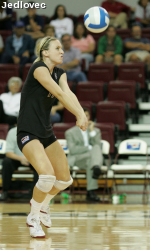 SCU Volleyball Sweeps Hornets, 3-0