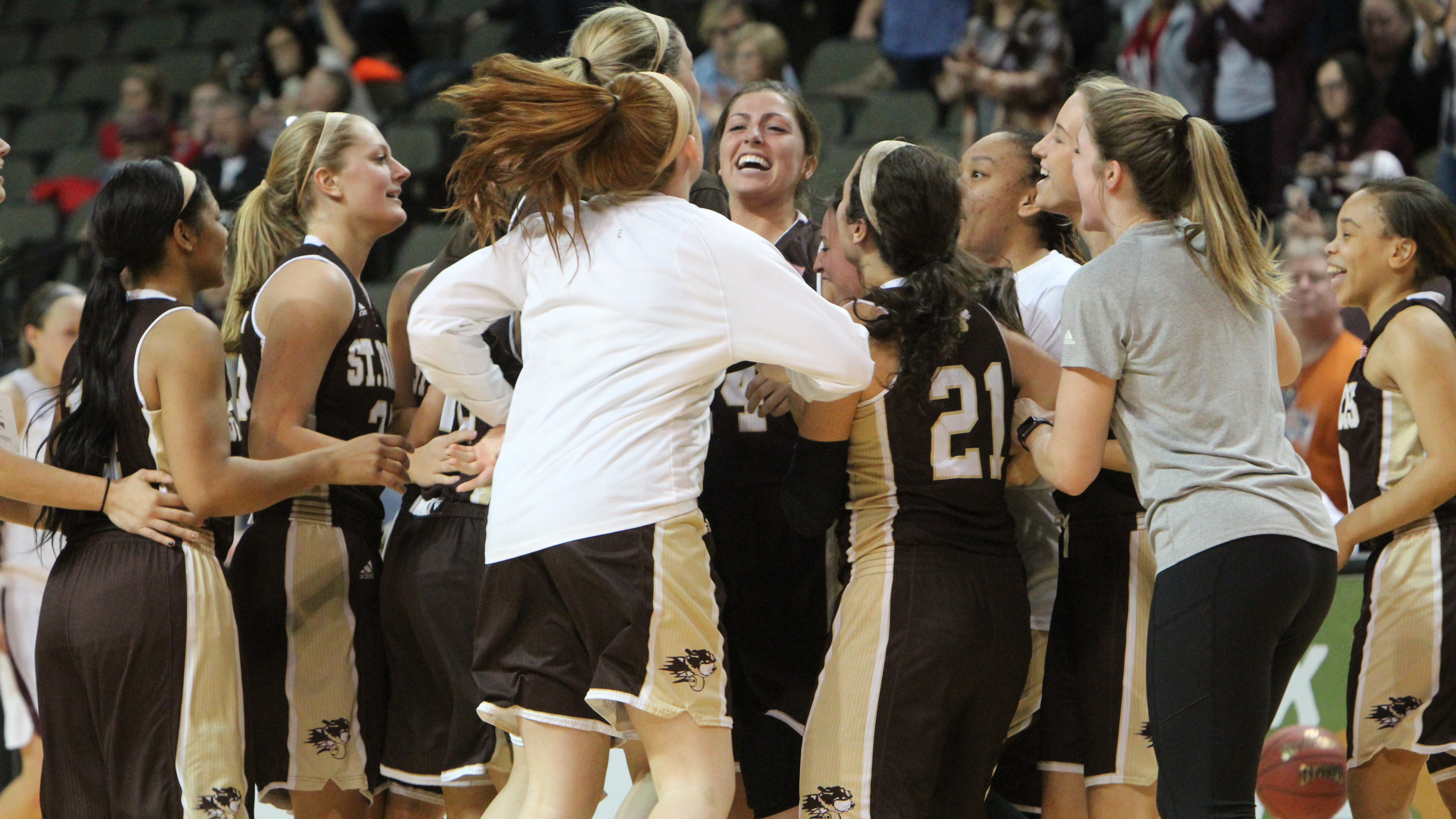 St. Francis bounces No. 1-seeded Ozarks