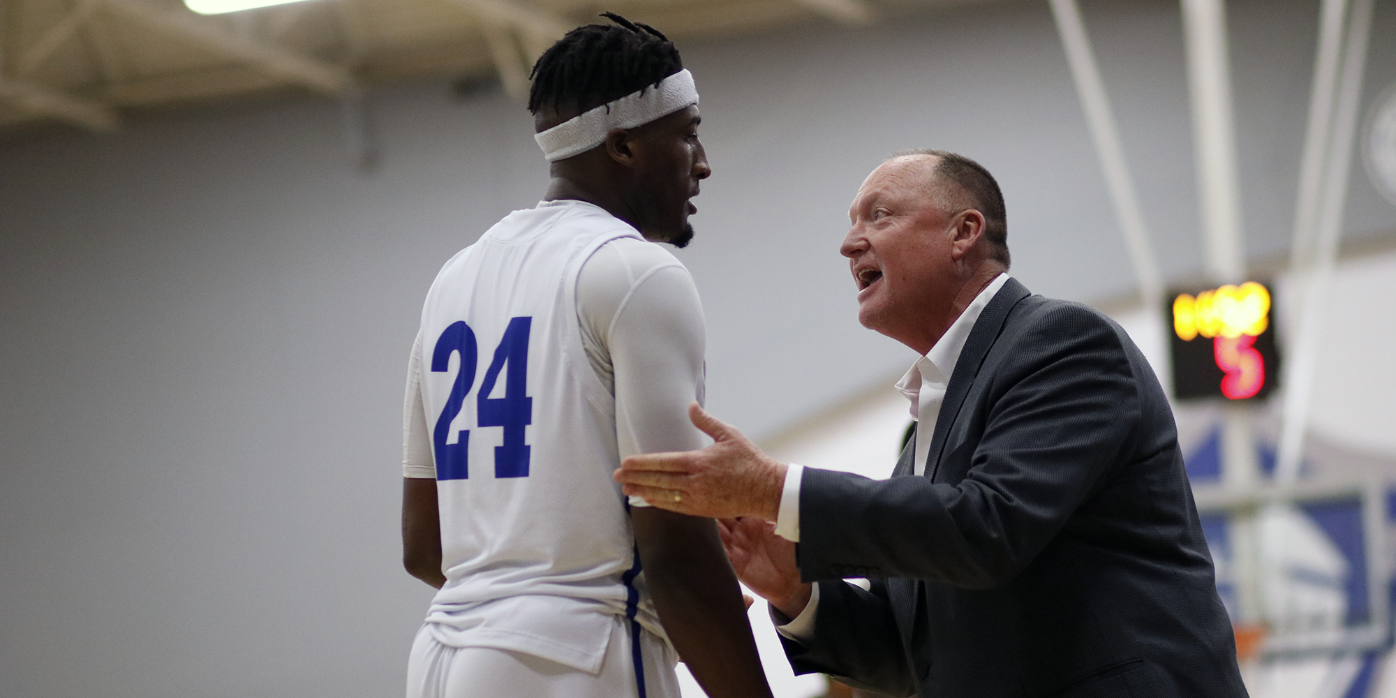 Men's Basketball Remains Ranked in Both Polls