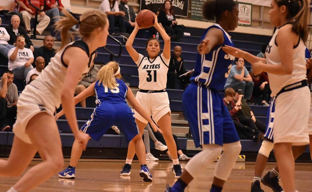 Freshman Shauna Bribiescas scored a team-high 22 points but the No. 5 ranked Aztecs suffered a rare loss as they fell to Glendale Community College 77-73. The Aztecs are now 17-5 overall and 11-3 in ACCAC conference play. Photo by Ben Carbajal.