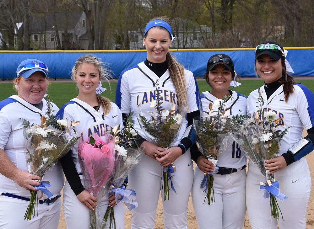 Softball Sweeps Mass. Maritime on Senior Day