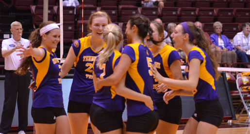 Golden Eagles downed by Zips, lose tight to Panthers