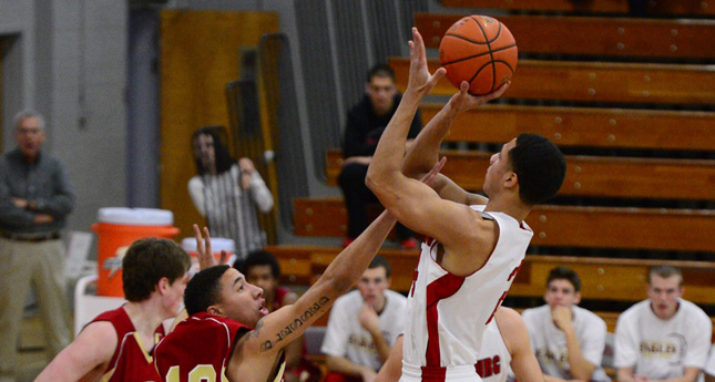 LC Men Outlast Bridgewater, Collect First Conference Win 70-65